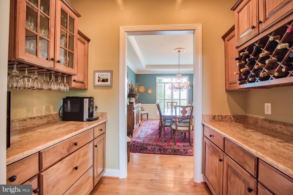 Butlers Pantry - 6853 MILL VALLEY DR, WARRENTON
