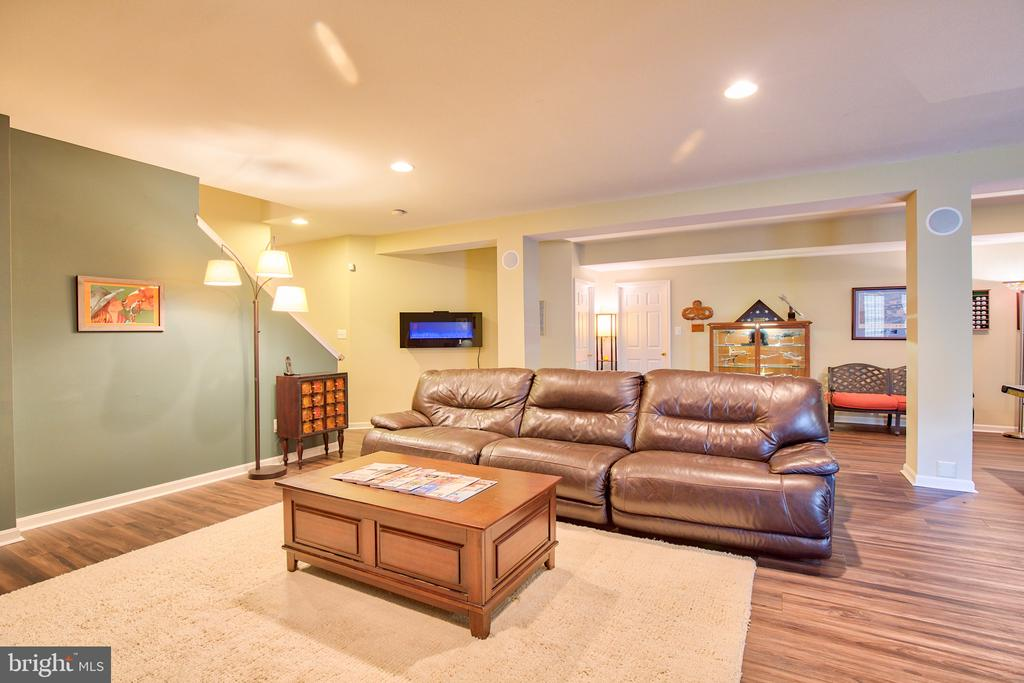 Lower level rec room - 6853 MILL VALLEY DR, WARRENTON