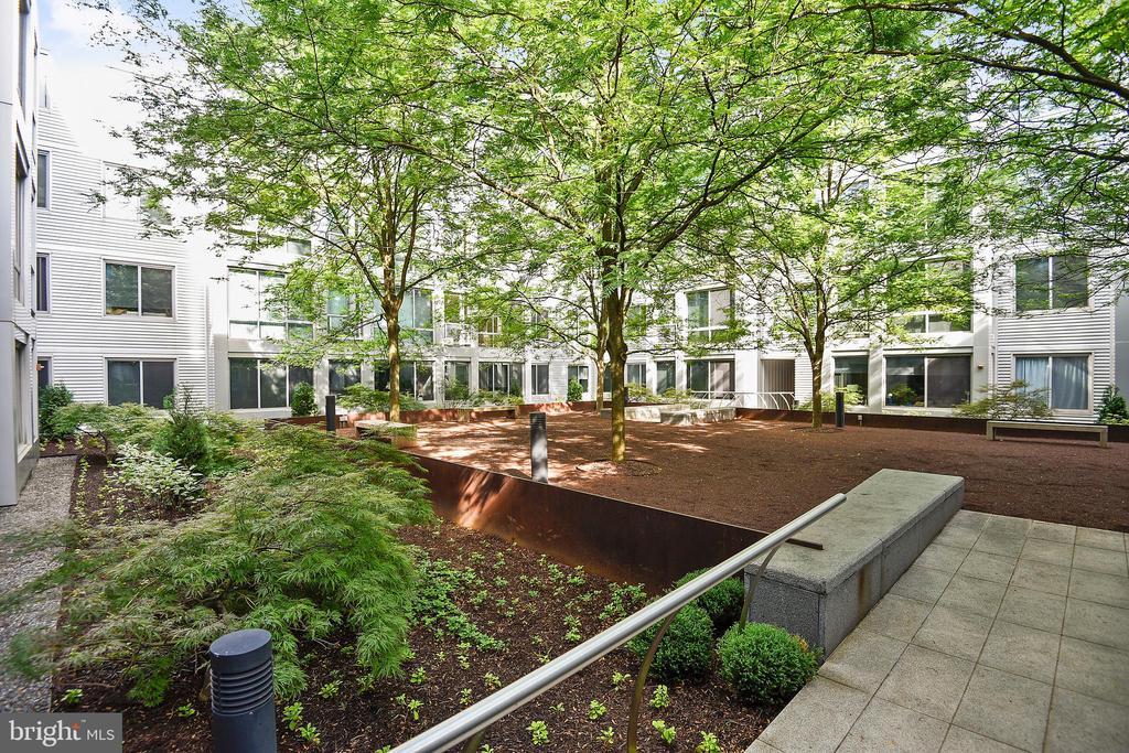 Community Courtyard - 4101 ALBEMARLE ST NW #503, WASHINGTON