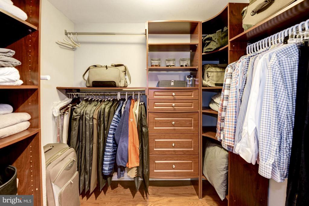 closet and organizer - 400 MASSACHUSETTS AVE NW #804, WASHINGTON
