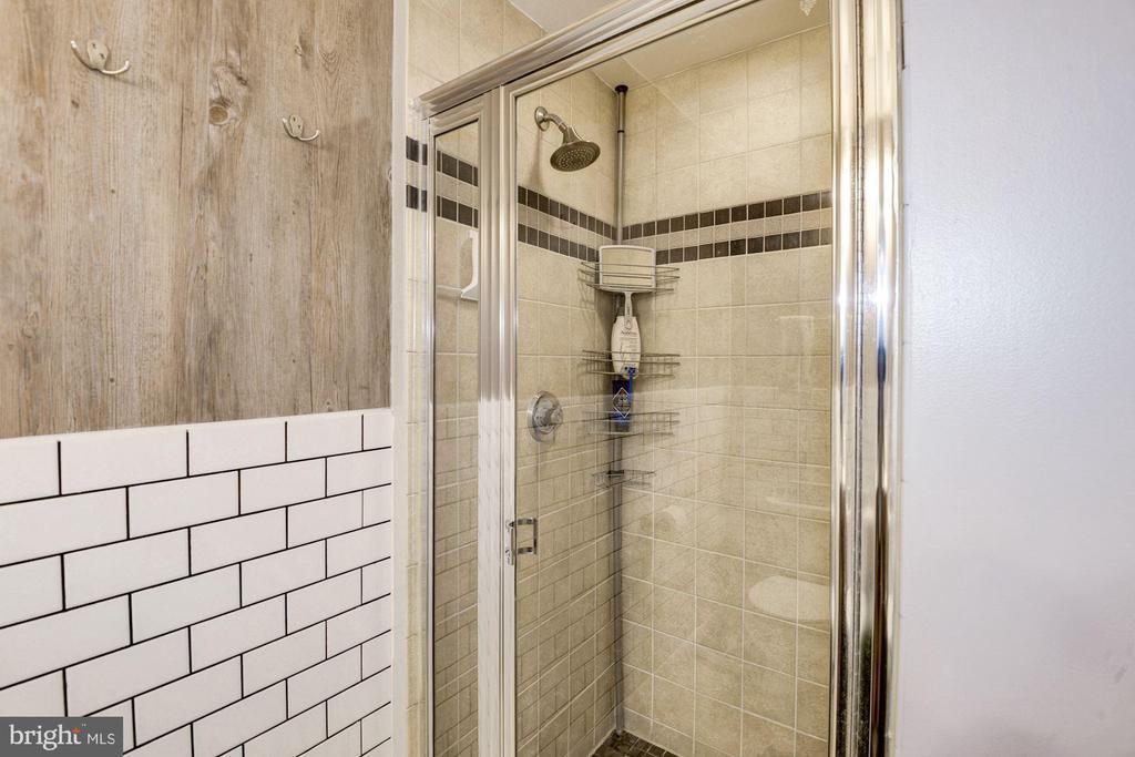 shower - 400 MASSACHUSETTS AVE NW #804, WASHINGTON