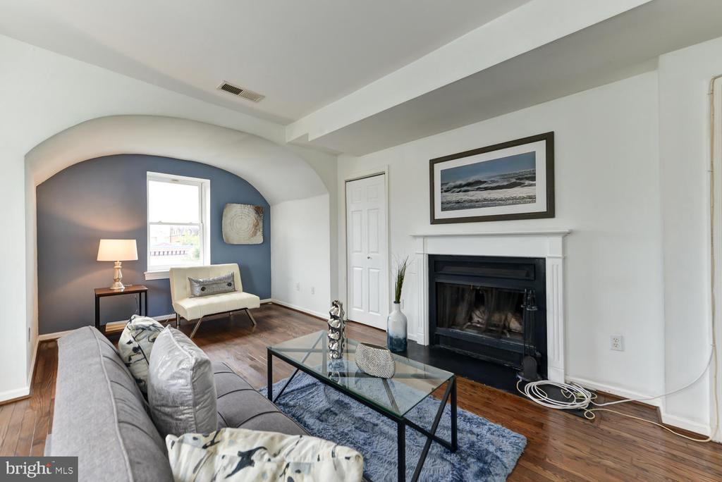 Living area with office nook and fireplace - 1700 15TH ST NW #301, WASHINGTON