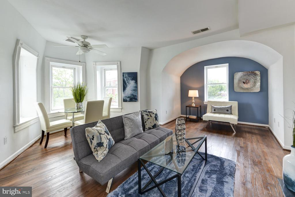 Sunny, open living and dining space - 1700 15TH ST NW #301, WASHINGTON