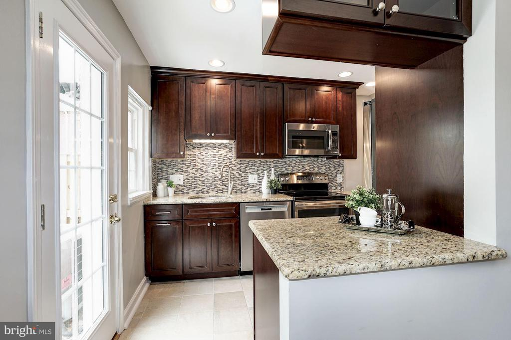 Kitchen Now Opens Nicely to Dining Room! - 4636 36TH ST S #A, ARLINGTON