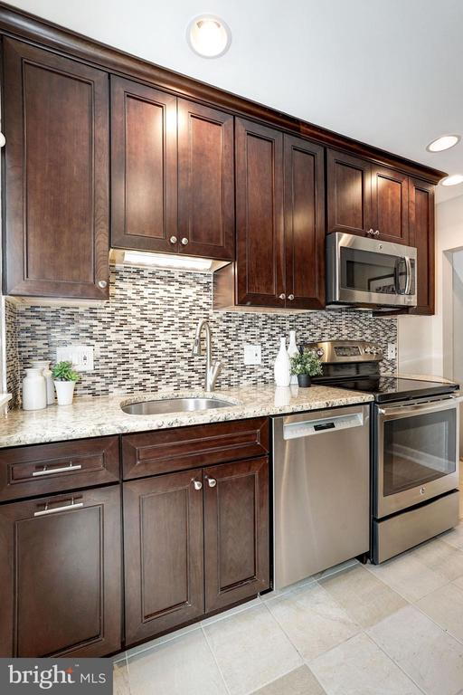 Kitchen - New Cabinetry & New Granite Counter Tops - 4636 36TH ST S #A, ARLINGTON