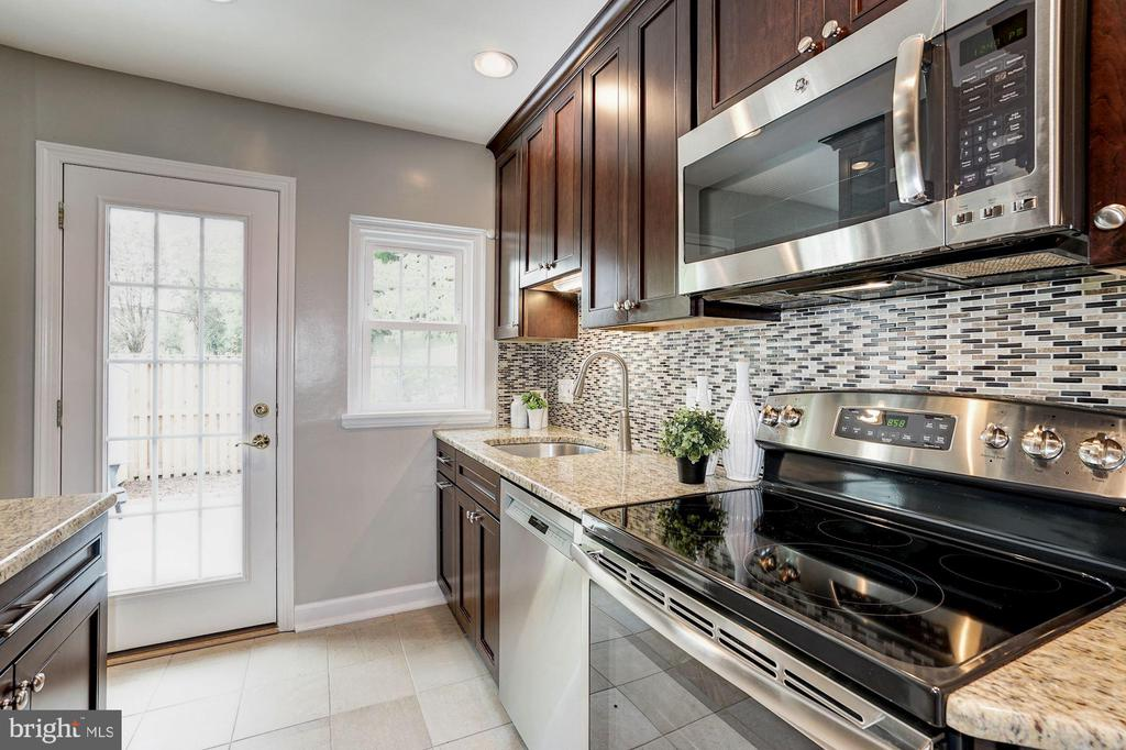 Kitchen - Custom Back Splash - 4636 36TH ST S #A, ARLINGTON