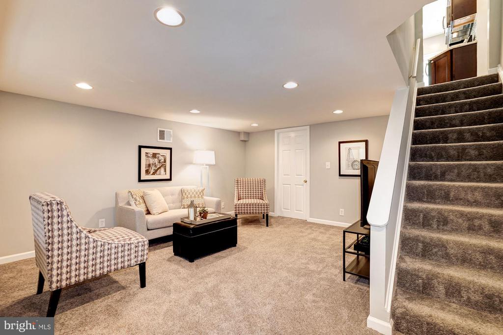 Family Room / Basement / Rec Room - 4636 36TH ST S #A, ARLINGTON