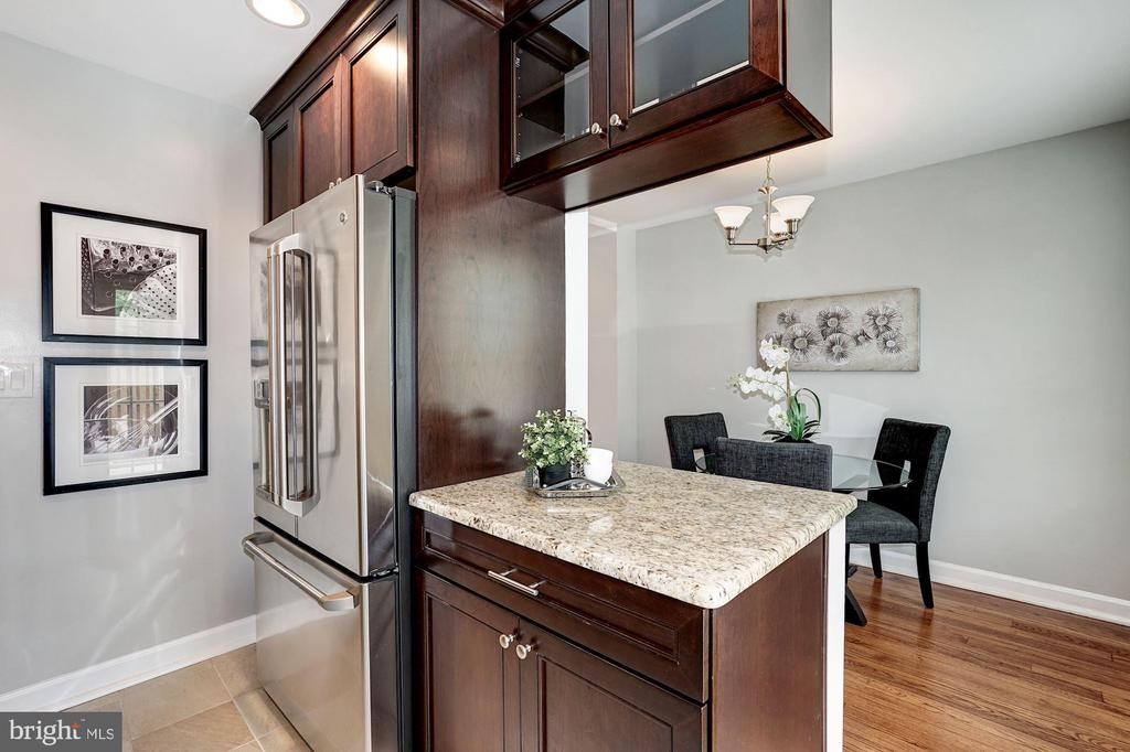 Kitchen Has Lovely Pass-Through Vantage to Dining - 4636 36TH ST S #A, ARLINGTON