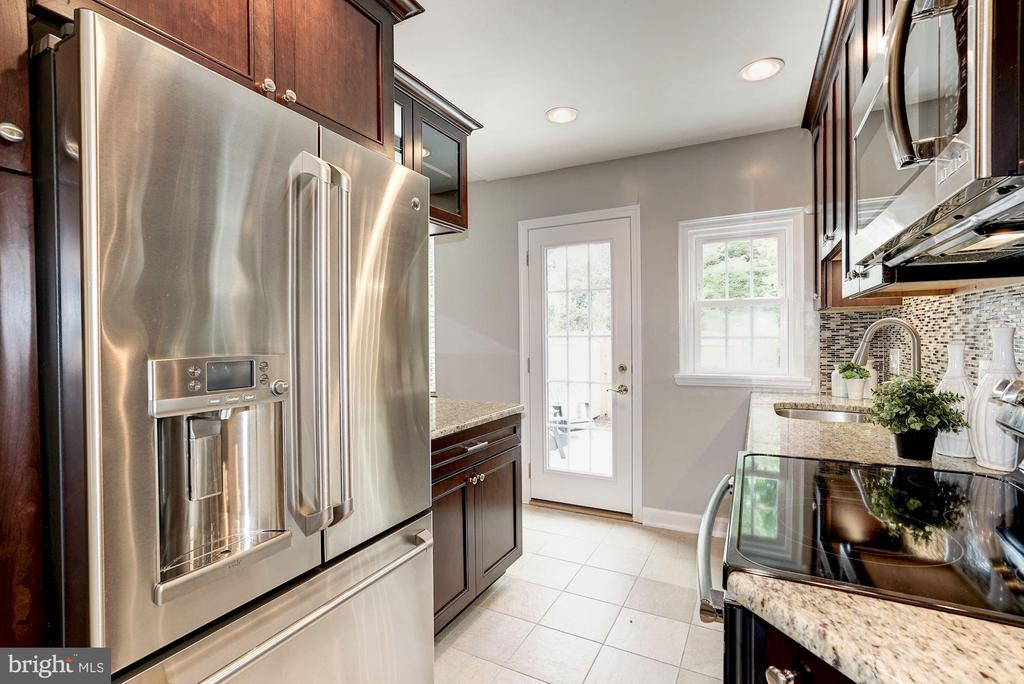 Absolutely STUNNING Kitchen Remodel! - 4636 36TH ST S #A, ARLINGTON