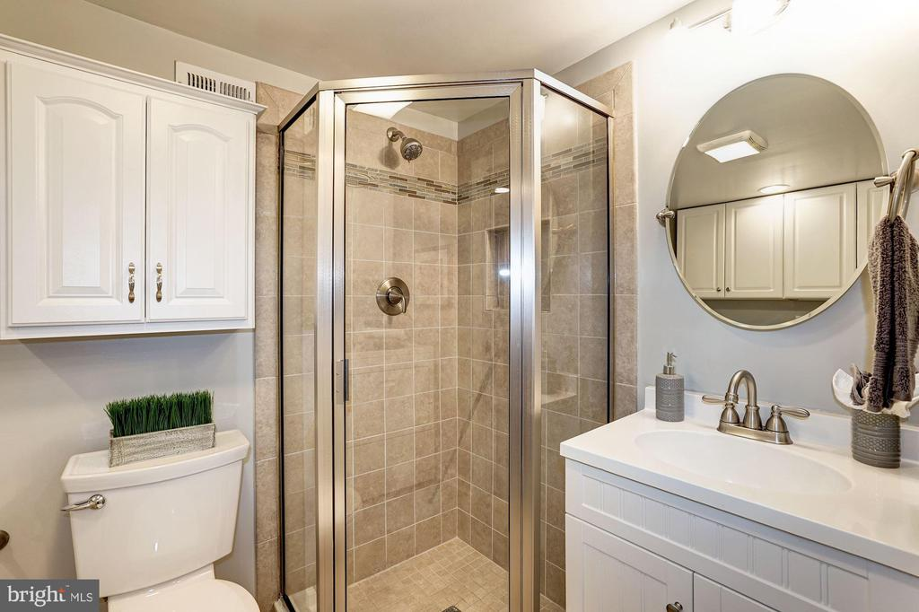 Full Bath #2 - Fully Renovated w/ New Tile Shower - 4636 36TH ST S #A, ARLINGTON