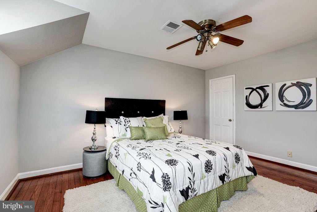 Master Bedroom - Ceiling Fan & Overhead Lighting - 4636 36TH ST S #A, ARLINGTON