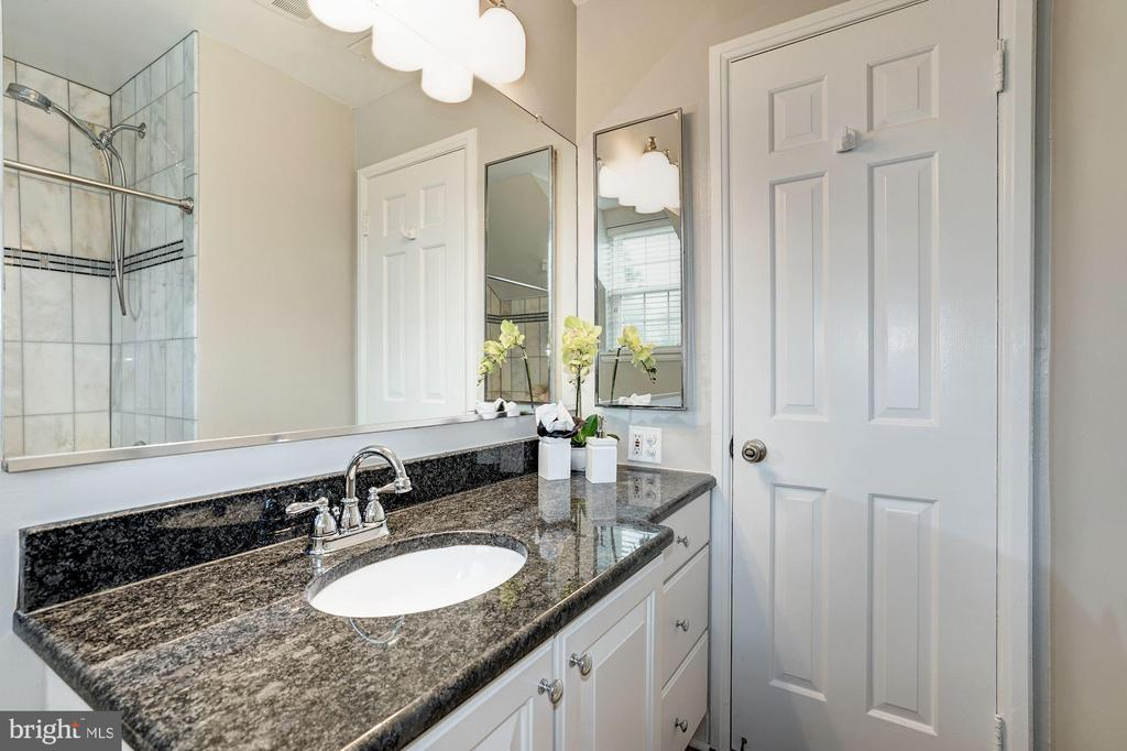 Full Bathroom #1 - Very Large Vanity - 4636 36TH ST S #A, ARLINGTON