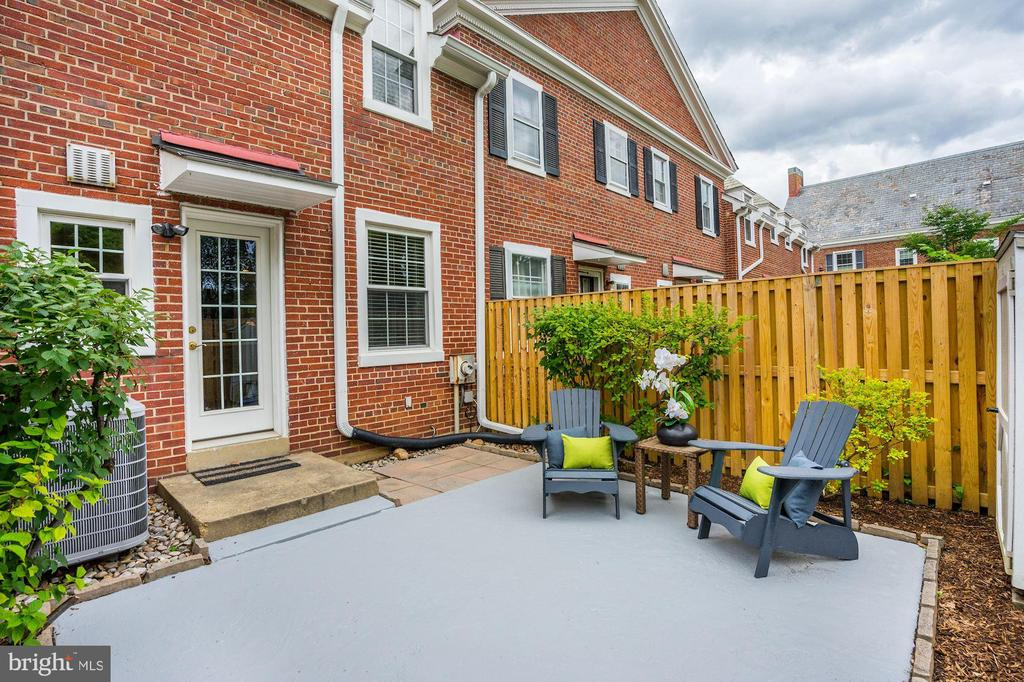Lovely Back Yard Patio + Privacy Fence - 4636 36TH ST S #A, ARLINGTON