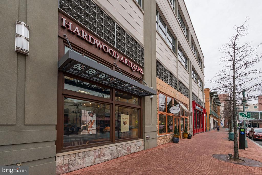 Shirlington Offers Traditional & Trendy Shopping - 4636 36TH ST S #A, ARLINGTON