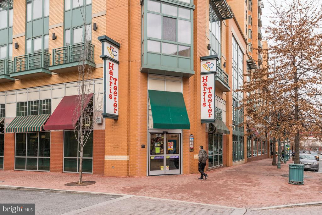 Shirlington Features a Grocery Store - 4636 36TH ST S #A, ARLINGTON