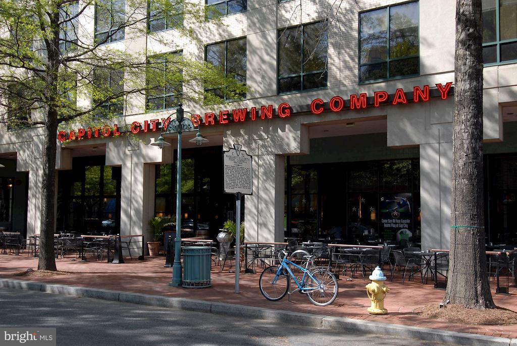 Shirlington Offers Brewery + Add'l Watering Holes - 4636 36TH ST S #A, ARLINGTON