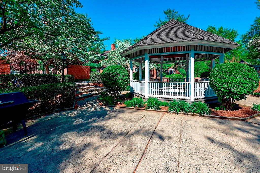 Community Gazebo - 4636 36TH ST S #A, ARLINGTON