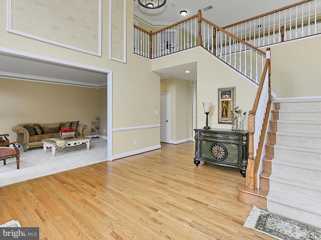 Two Story Foyer - 34900 DELIA CT, ROUND HILL