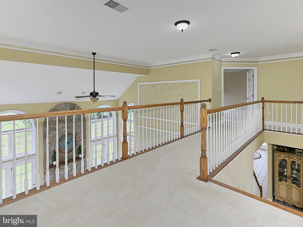 Upper Level Hall - 34900 DELIA CT, ROUND HILL