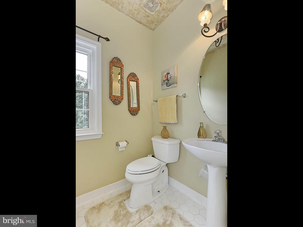 Half Bath - 34900 DELIA CT, ROUND HILL