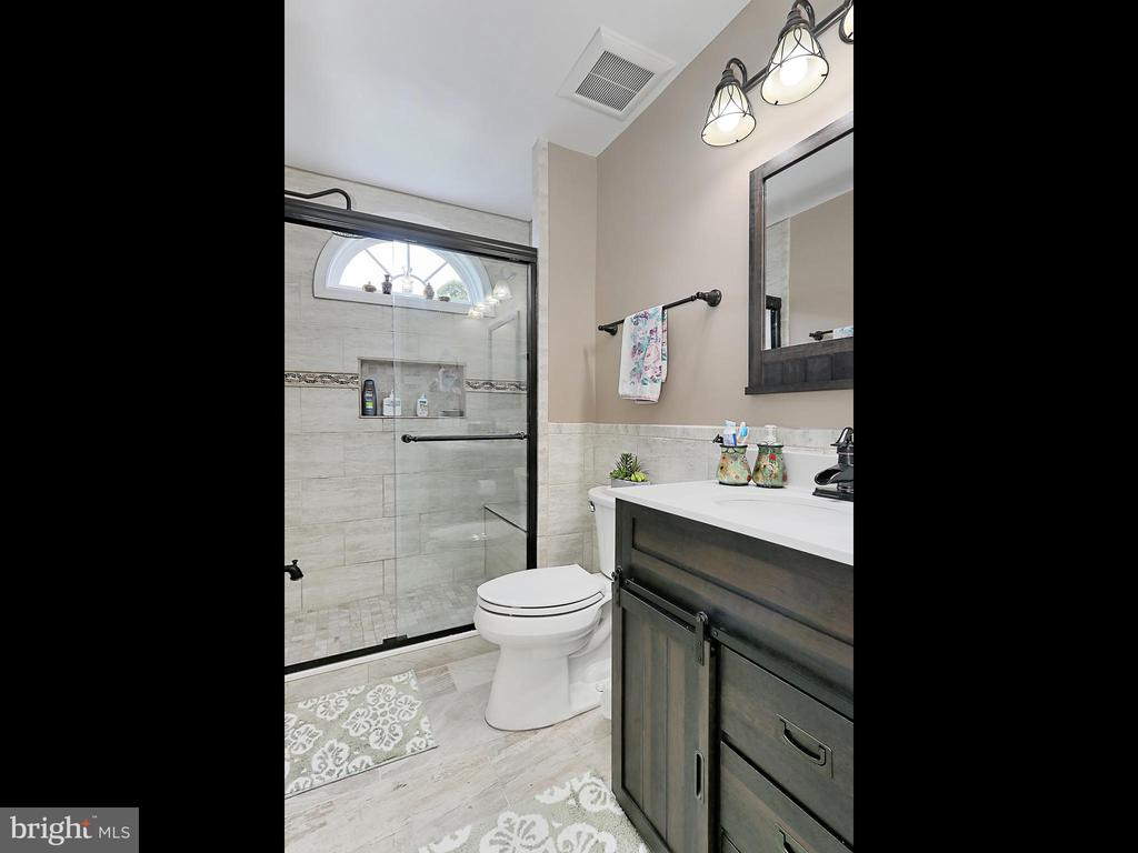 Full Bath - 34900 DELIA CT, ROUND HILL