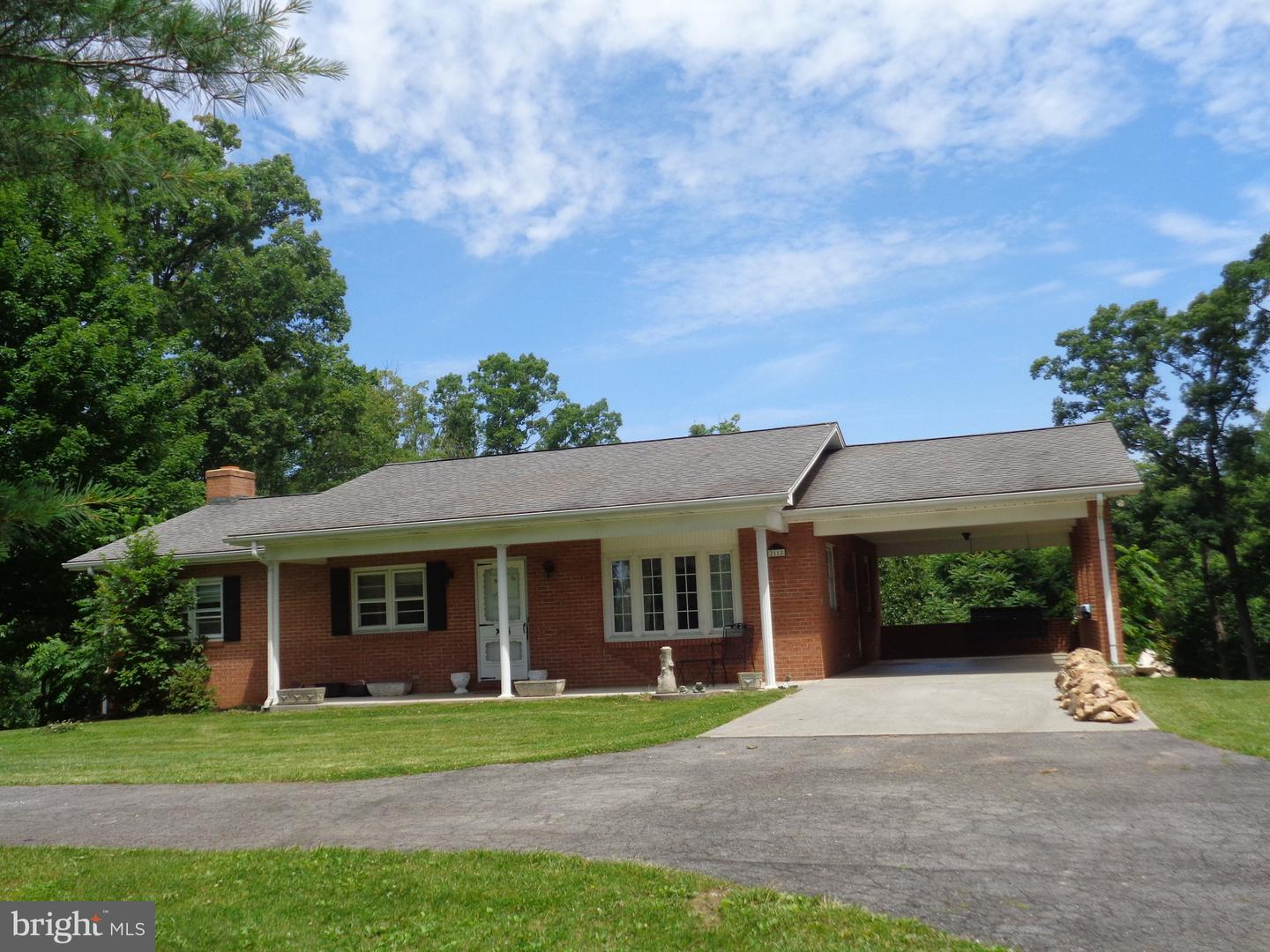 Single Family for Sale at 2118 Strasburg Rd Front Royal, Virginia 22630 United States