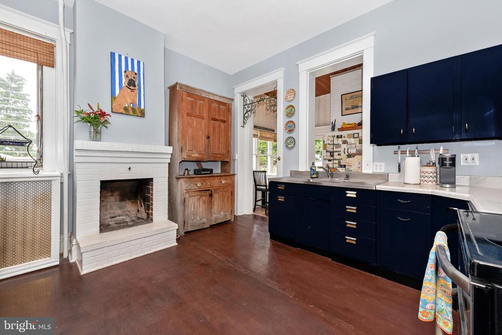 Kitchen fireplace! - 203 ROCKWELL TER, FREDERICK