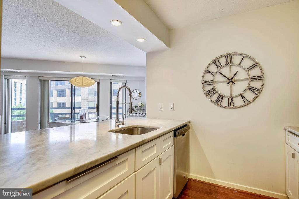 Beautiful Quartz Counters - 2111 WISCONSIN AVE NW #516, WASHINGTON
