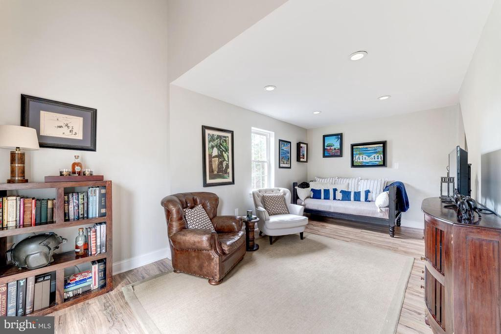 Spacious family offers entertaining space - 3025 N WESTMORELAND ST, ARLINGTON