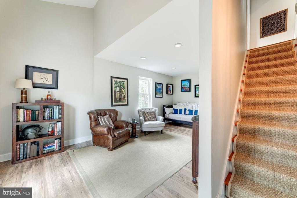 Stairs leading to upper level bedrooms - 3025 N WESTMORELAND ST, ARLINGTON