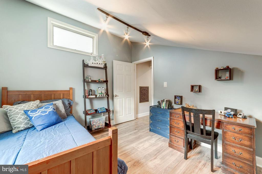 Third bedroom with upgraded lighting - 3025 N WESTMORELAND ST, ARLINGTON