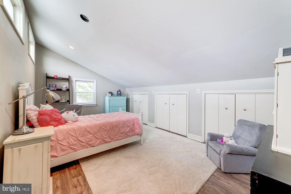 Secind bedroom with plenty of storage - 3025 N WESTMORELAND ST, ARLINGTON