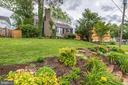 Lush landscaping in front yard - 3025 N WESTMORELAND ST, ARLINGTON