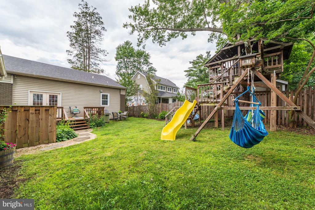Expansive yard with play equipment - 3025 N WESTMORELAND ST, ARLINGTON