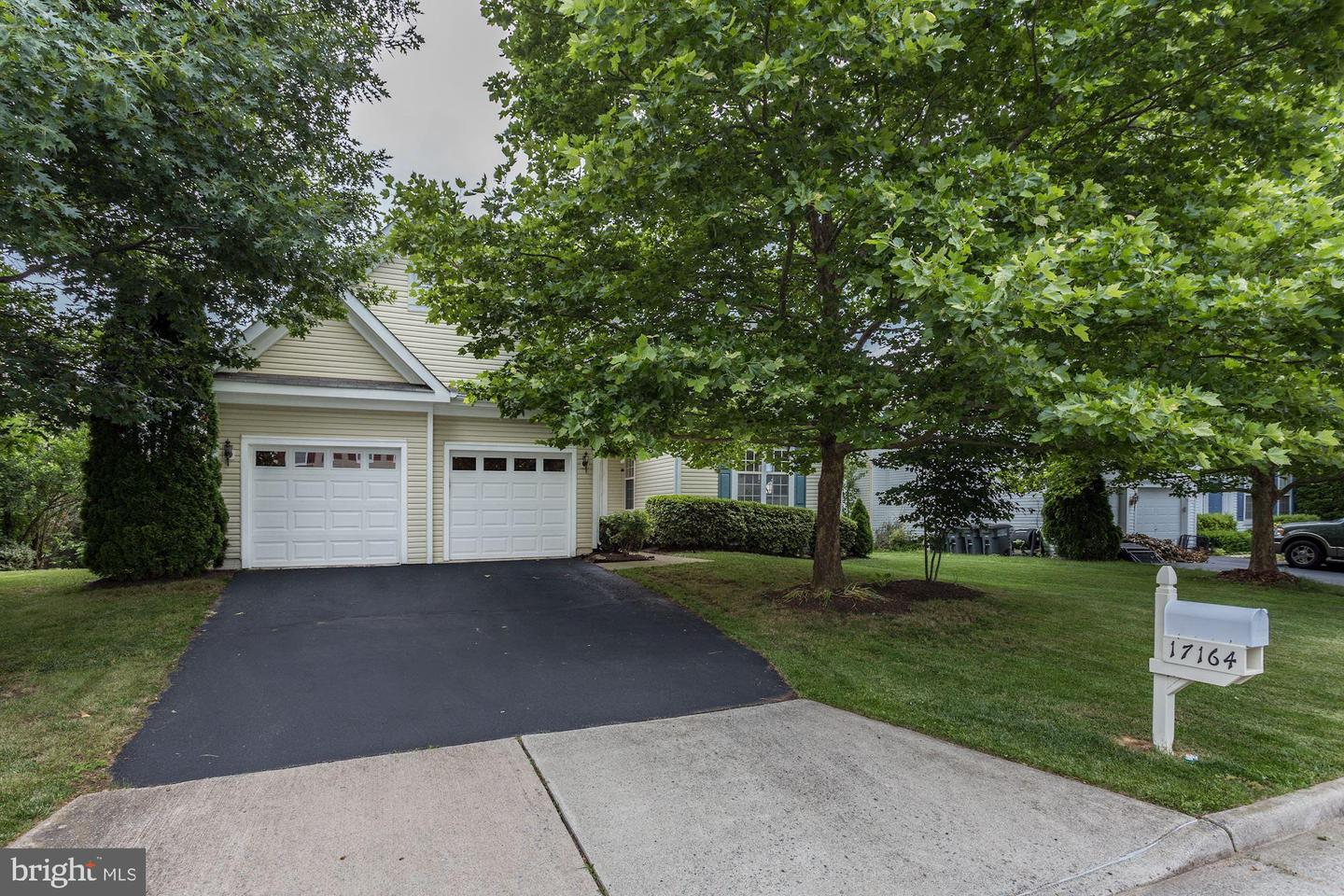 Single Family for Sale at 17164 Magic Mountain Dr Round Hill, Virginia 20141 United States