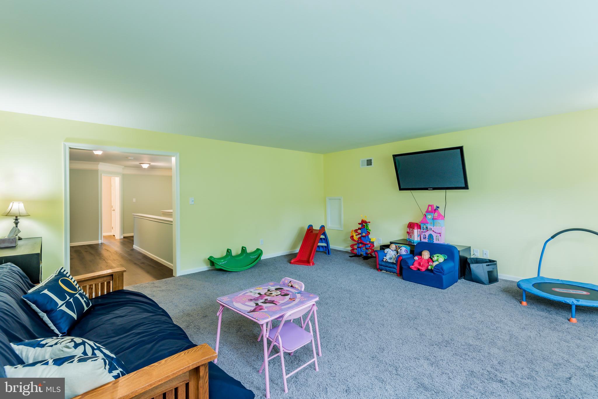 19' x 19' bonus room
