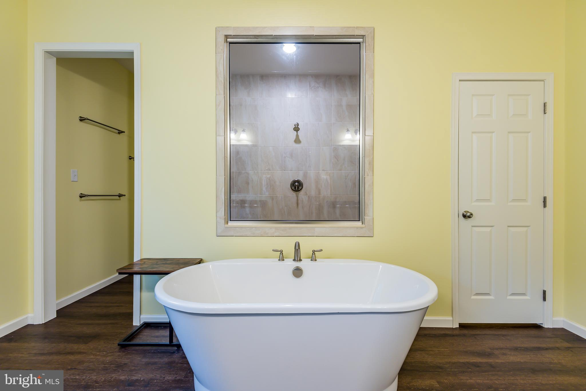 Soaker tub and tiled shower!