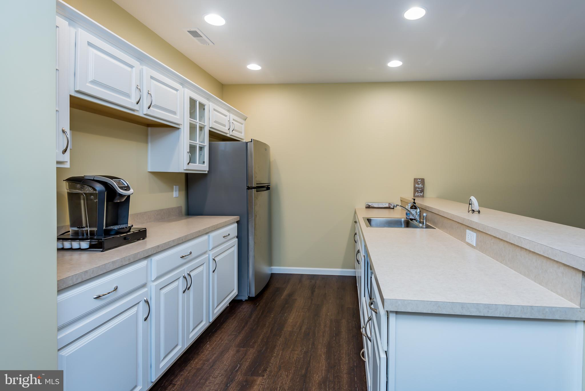 Kitchenette/Cafe in Lower Level
