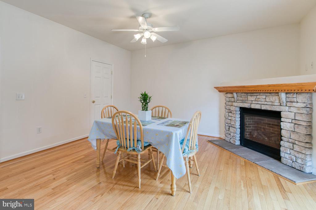 Large corner fireplace! - 102 GLACIER WAY, STAFFORD