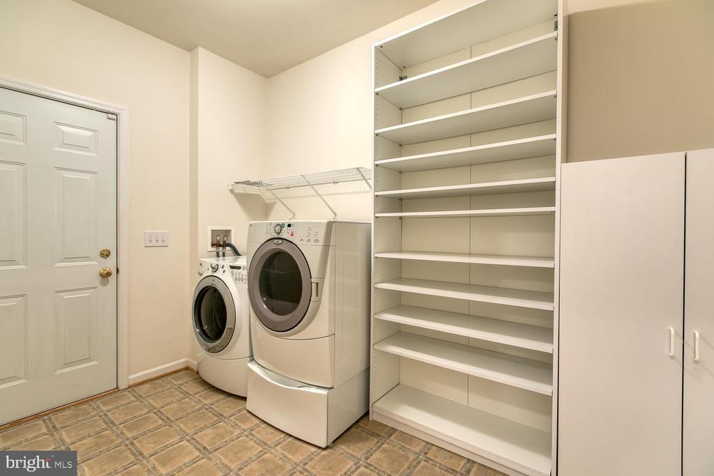 Large laundry/mud room with storage! - 102 GLACIER WAY, STAFFORD
