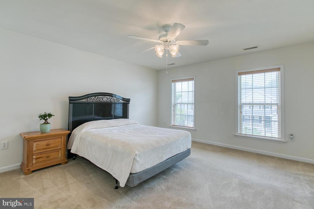 Master bedroom - 102 GLACIER WAY, STAFFORD
