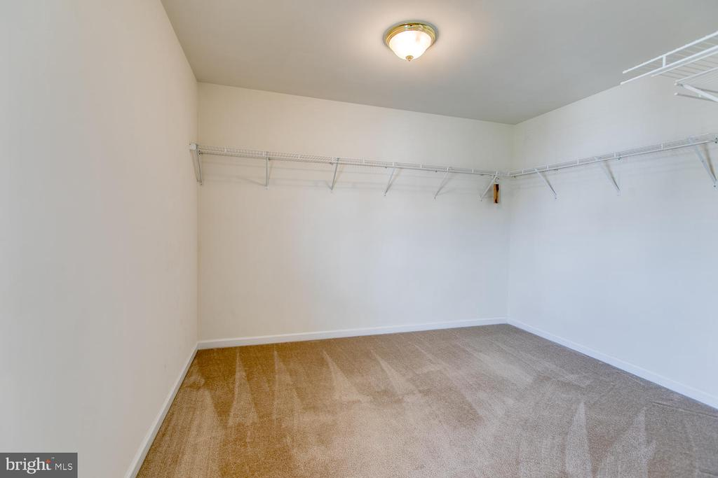 A true master closet! - 102 GLACIER WAY, STAFFORD