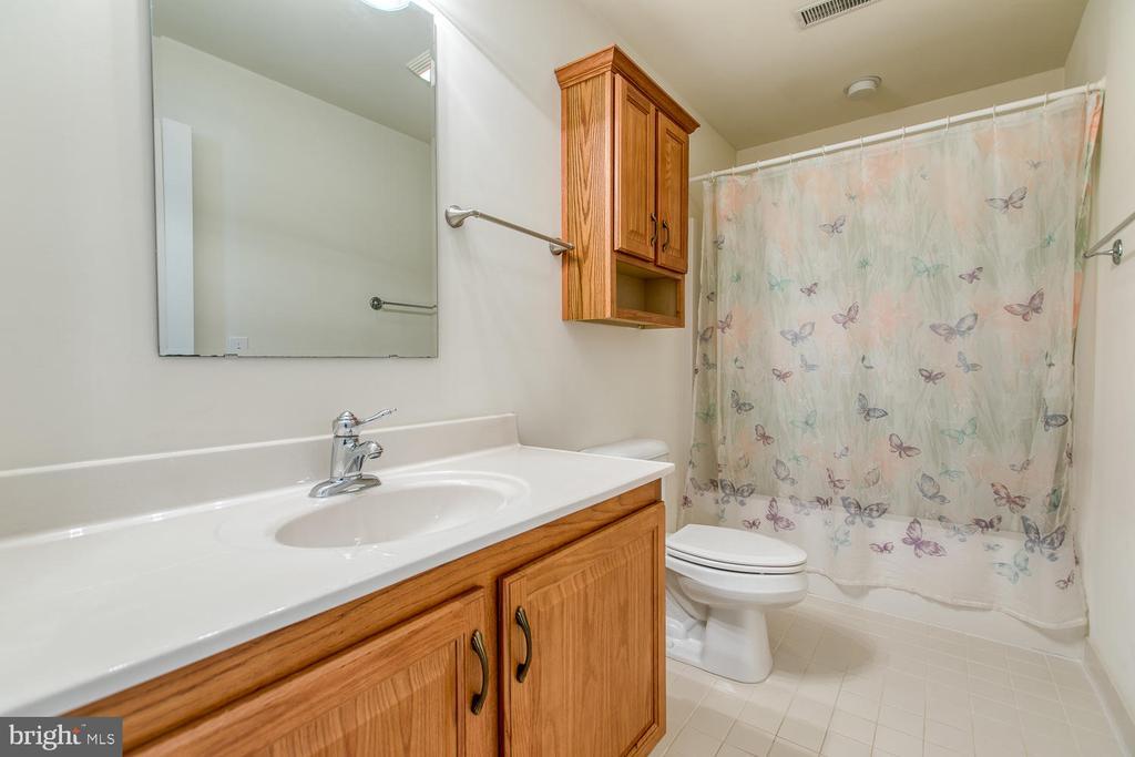 Bedroom level full bath - 102 GLACIER WAY, STAFFORD
