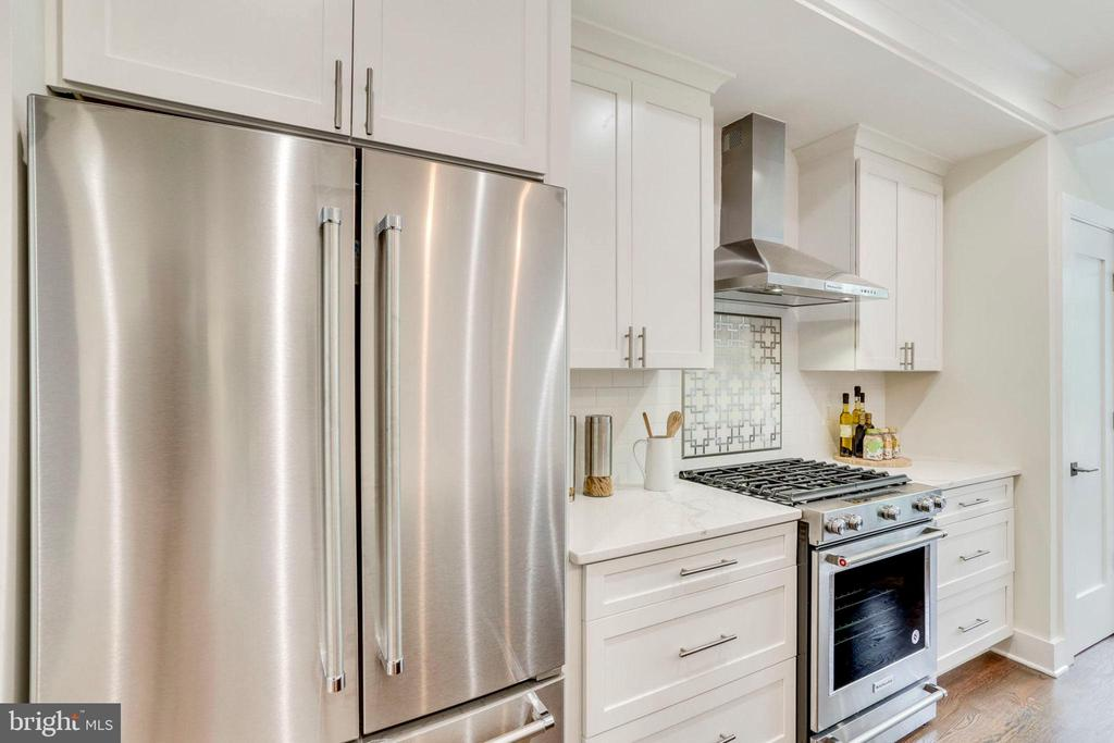 Upgraded Kitchen aid appliance package - 2614 10TH ST NE, WASHINGTON
