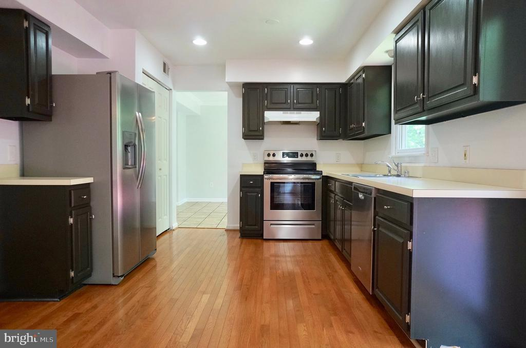 New Stainless Steel Appliances - 3207 AQUIA DR, STAFFORD