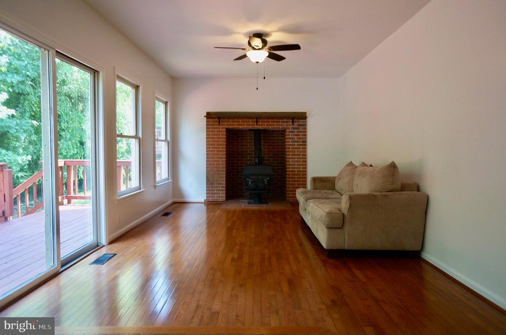 Family Room with Hardwoods & Ceiling Fan - 3207 AQUIA DR, STAFFORD