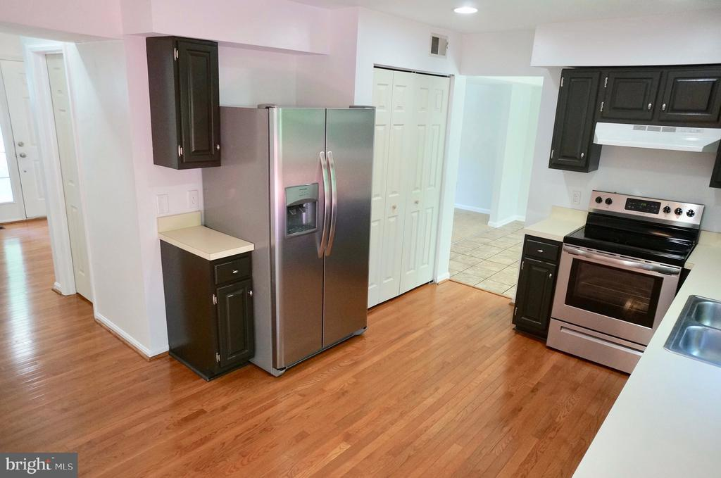 Kitchen with Pantry - 3207 AQUIA DR, STAFFORD