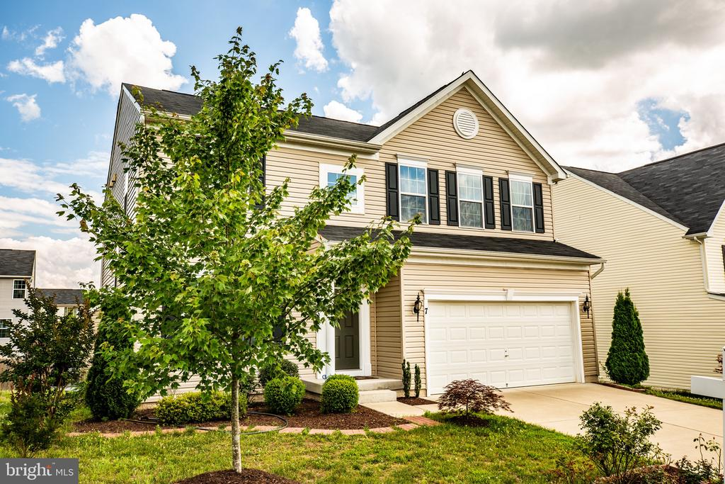 Built in 2014 and barely lived in. - 7 FIREHAWK DR, STAFFORD