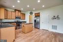big kitchen with extra table space - 7 FIREHAWK DR, STAFFORD