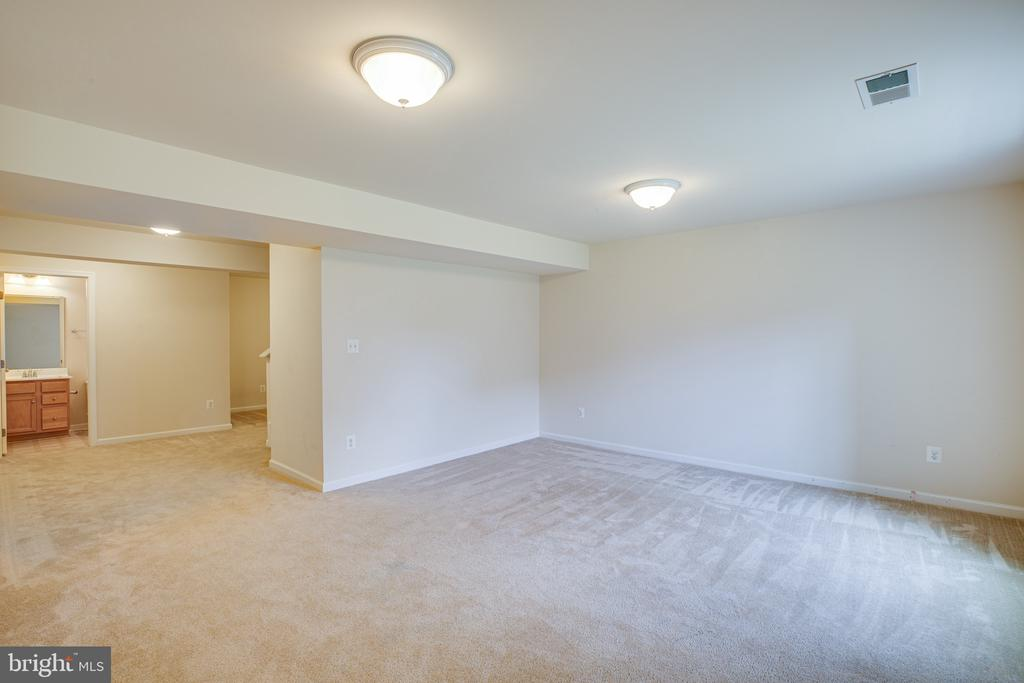 Over 600 Sqft. of finished space in basement - 7 FIREHAWK DR, STAFFORD